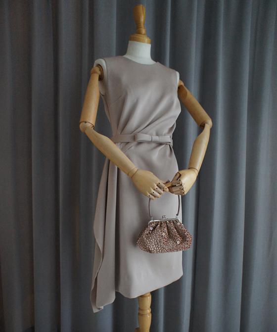 サイドドレープのタイトドレス