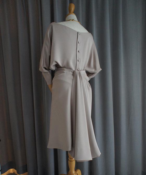 ドルマンスリーブの2ピースドレス
