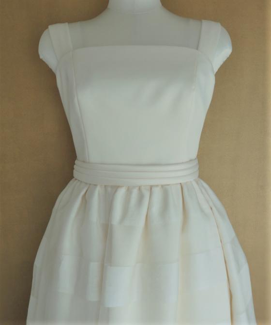 ノースリーブボーダー柄スカートドレス